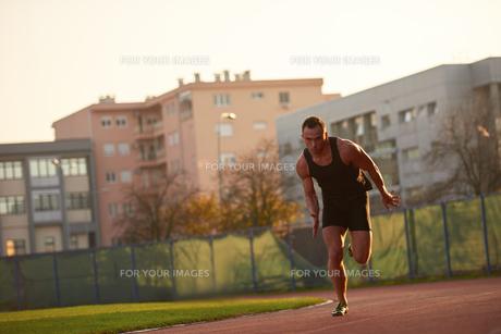 Athletic man startの素材 [FYI00655134]