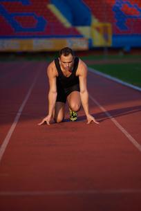 Athletic man startの素材 [FYI00655135]