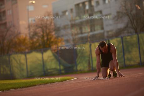 Athletic man startの素材 [FYI00655136]