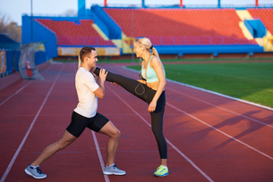 sporty woman on athletic race trackの素材 [FYI00655200]