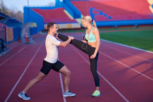 sporty woman on athletic race trackの素材 [FYI00655202]