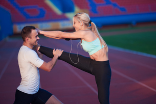 sporty woman on athletic race trackの素材 [FYI00655204]
