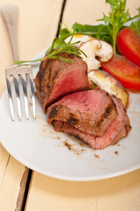 beef filet mignon grilled with vegetablesの写真素材 [FYI00655233]