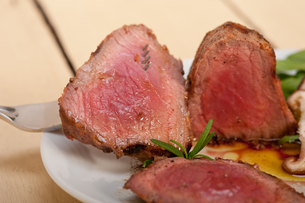 beef filet mignon grilled with vegetablesの写真素材 [FYI00655236]