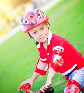Little boy on bicycleの素材 [FYI00655301]