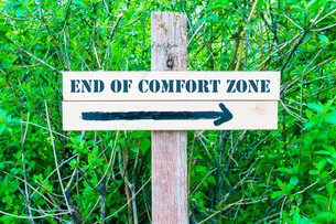 END OF COMFORT ZONE Directional signの写真素材 [FYI00655379]