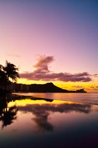 ハワイ 夜明け前のワイキキの写真素材 [FYI00655419]