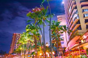 ハワイ ワイキキビーチから見た夜景の写真素材 [FYI00656130]