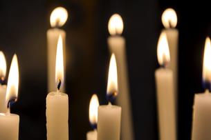 Burning candlesの写真素材 [FYI00656162]