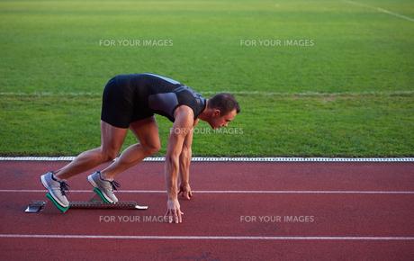 Athletic man startの素材 [FYI00656195]