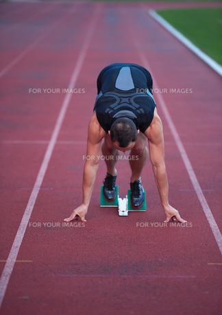 Athletic man startの素材 [FYI00656215]