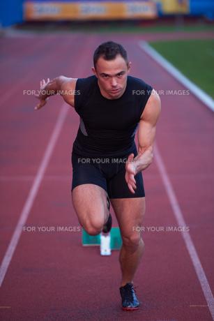 Athletic man startの素材 [FYI00656220]