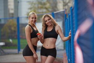 sporty woman on athletic race trackの素材 [FYI00656222]
