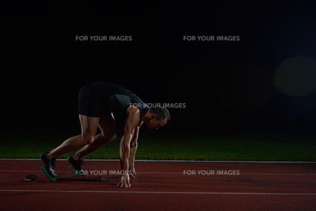 Athletic man startの素材 [FYI00656269]