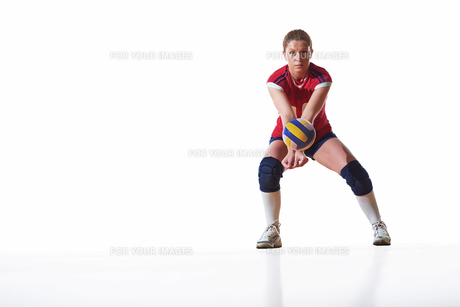volleyball woman isolated on white backgroundの写真素材 [FYI00656354]