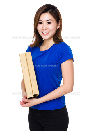 Young woman hold with folderの写真素材 [FYI00656428]