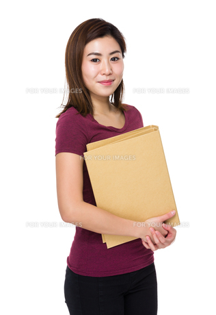 Woman hold with folderの写真素材 [FYI00656441]
