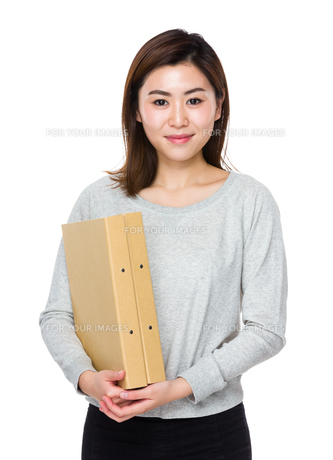 Woman hold with folderの写真素材 [FYI00656451]