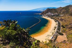 Aerial view to Las Teresitas Beach. Spain, Tenerifeの写真素材 [FYI00656492]