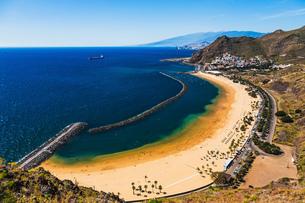 Aerial view to Las Teresitas Beach. Tenerife, Spainの写真素材 [FYI00656494]