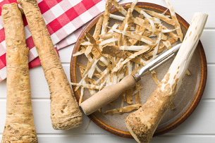 peeled horseradish rootの写真素材 [FYI00656623]