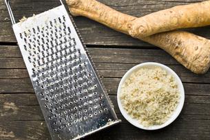 grated horseradish rootの写真素材 [FYI00656636]