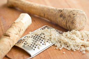 grated horseradish rootの写真素材 [FYI00656639]