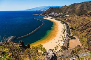 Beach Las Teresitas in Santa Cruz. Tenerife, Spainの写真素材 [FYI00656662]