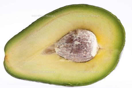 half of cut avocado fruit with stone macroの写真素材 [FYI00656985]