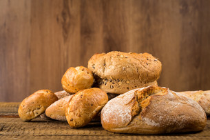 Close-up of traditional breadの写真素材 [FYI00657033]