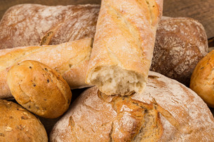 Close-up of traditional breadの写真素材 [FYI00657038]