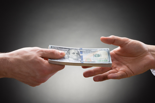Two People Hands With Moneyの写真素材 [FYI00657124]