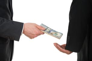 Businessman Taking Bribeの写真素材 [FYI00657218]