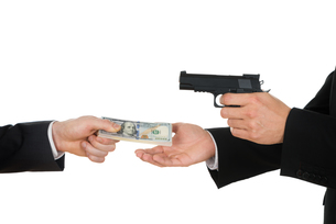 Businessman Giving Money To The Businessperson With Gunの写真素材 [FYI00657230]