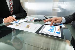 Two Businessman Working On Digital Tabletの写真素材 [FYI00657275]