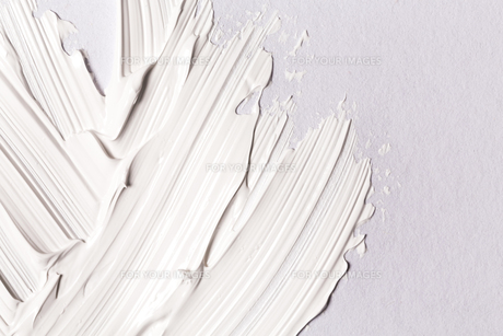 Paint brush stroke over the white paperの素材 [FYI00657434]