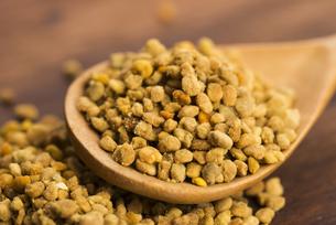 Bee pollen closeupの写真素材 [FYI00657479]