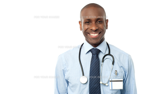 Happy male doctor with stethoscopeの写真素材 [FYI00657559]