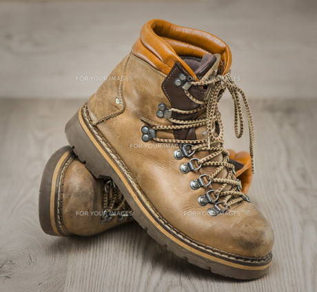 Mens working or hiking boots in vintage lookの素材 [FYI00657661]