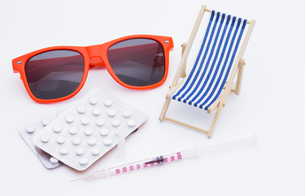 sunbed with syringe and tabletsの素材 [FYI00657686]