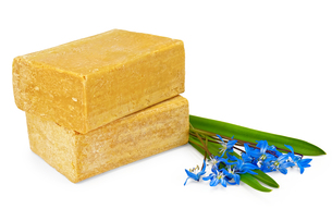 Two pieces of soap with blue flowersの写真素材 [FYI00657699]