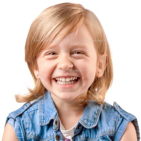 Cute laughing girlの写真素材 [FYI00657918]