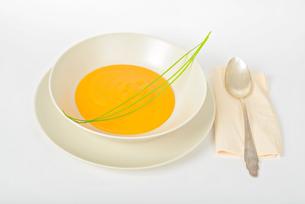 Pumpkin cream soup with spoonの写真素材 [FYI00658142]