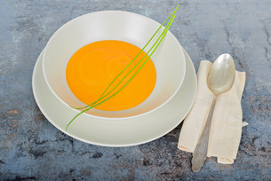Pumpkin cream soup with spoon and napkinの写真素材 [FYI00658148]