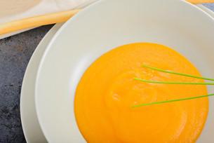 Orange pumpkin cream soup and green onionの写真素材 [FYI00658151]