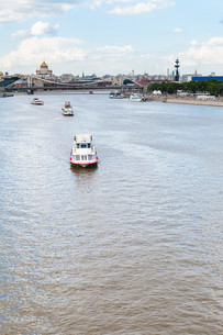 excursion boats in Moskva River, Moscow cityの写真素材 [FYI00658230]