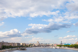 blue cloudy sky over Moscow city and Moskva Riverの写真素材 [FYI00658236]