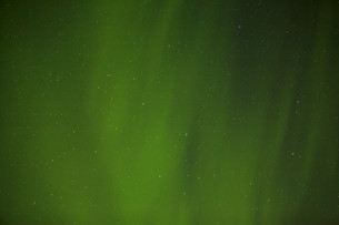 Northern lights with bright stars in Icelandの写真素材 [FYI00658424]