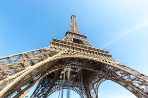 Eiffel Tower Paris summerの写真素材 [FYI00658713]