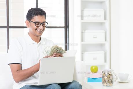 Making money from internetの写真素材 [FYI00658783]